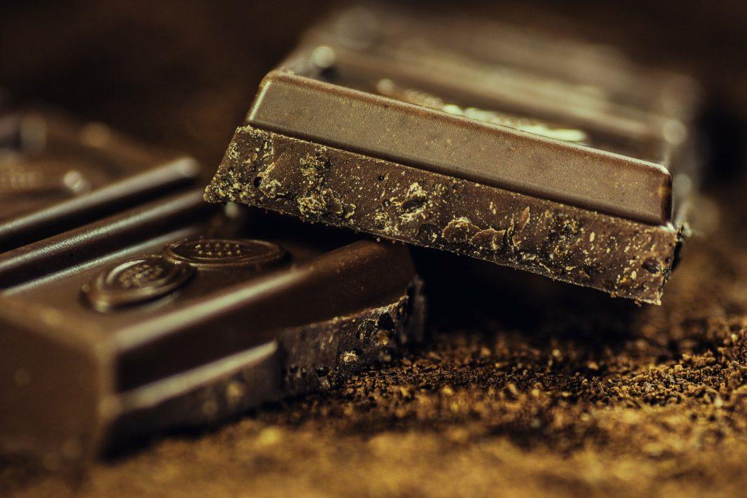 Barretta di cioccolato spezzata