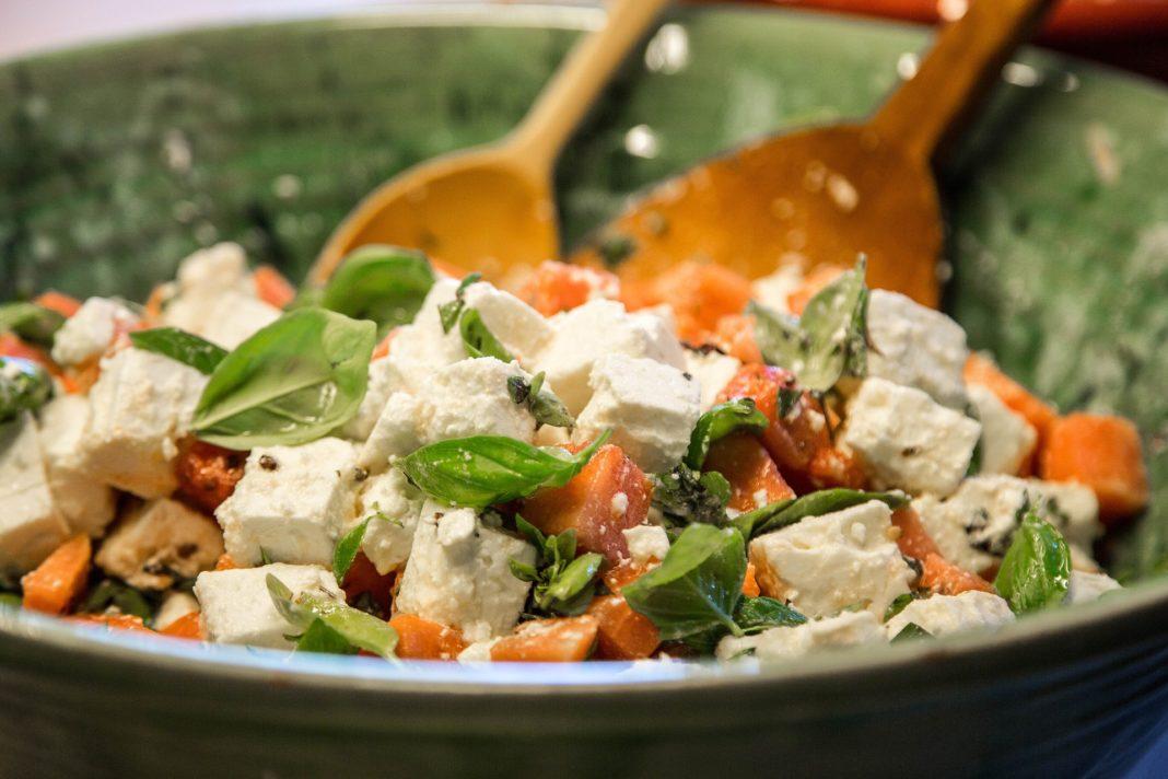 Insalata fagioli, feta e pomodori